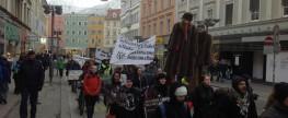 Demonstration FÜR Tier-Rechte und gegen Tierleid durch Pelz-Protzerei