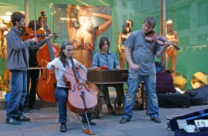 800px-Straßenmusiker