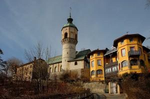 1280px-Innsbruck_Hoetting_alte_Kirche