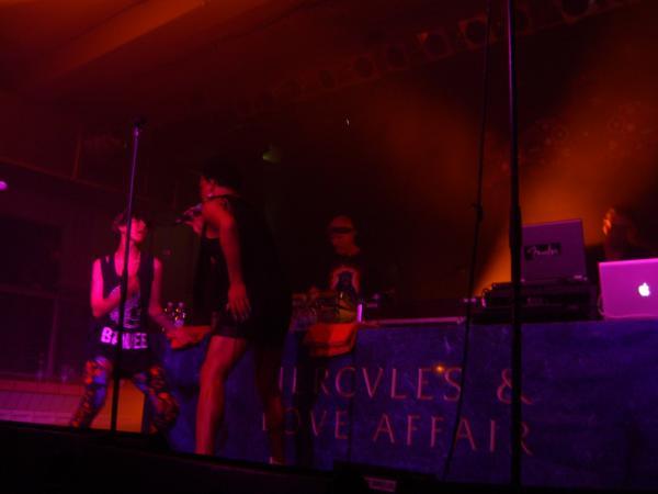 Das Poolbarfestival entzückt durch Avantgardepop