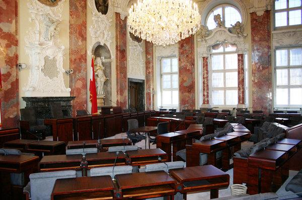 Denk- und merkwürdige Landtagssitzung: Grüne setzen Regierung 53 Fristen